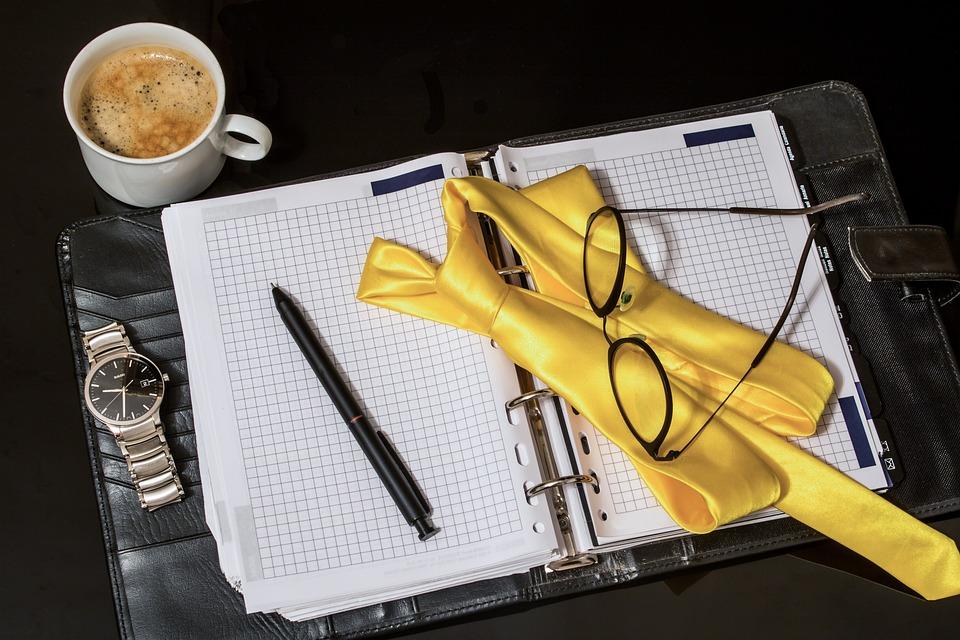 Agenda, Krawatte, Kugelschreiber, Herrenarmbanduhr