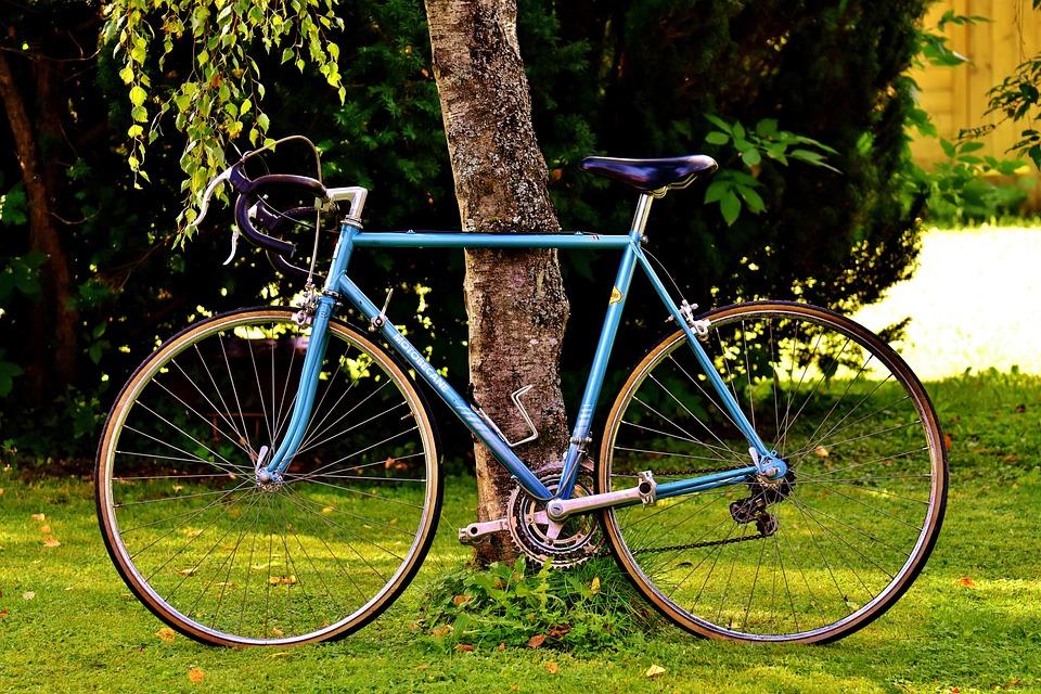 https://cdn.pixabay.com/photo/2017/05/07/23/30/bicycles-2293976_960_720.jpg