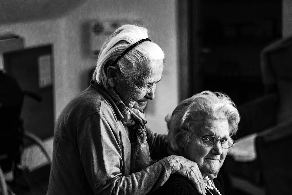 Resultado de imagen de personas mayores