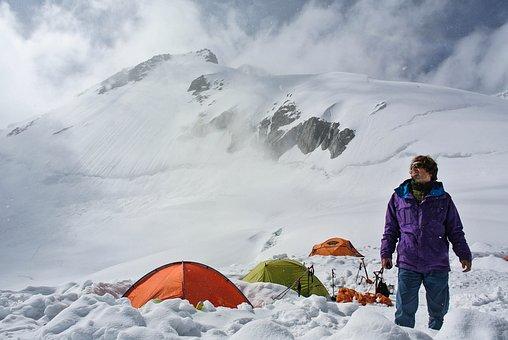 極寒な冬山に最適なシュラフおすすめ5選|ナンガ・モンベル・イスカのサムネイル画像