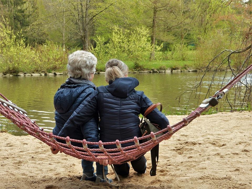 女性, ハンモック, 池, 年齢, 年金受給者, 年を取る, 一緒に, 母, 娘, ガール フレンド, 友情