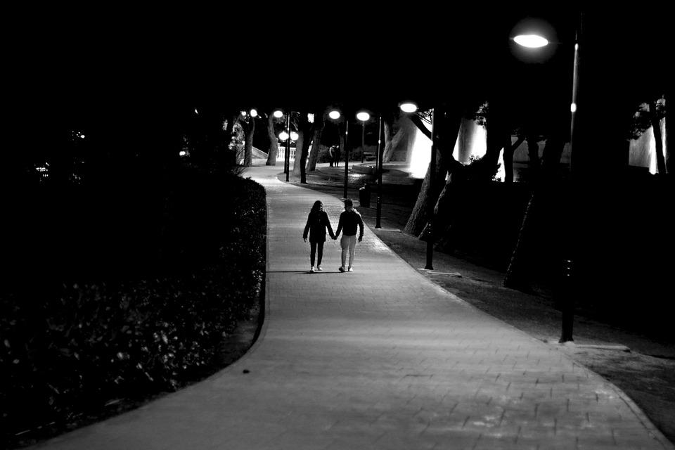 愛, カップル, 男の子, 十代の若者たち, 男, 女の子, 夜, パス, 光, ライト, 影, 恐怖