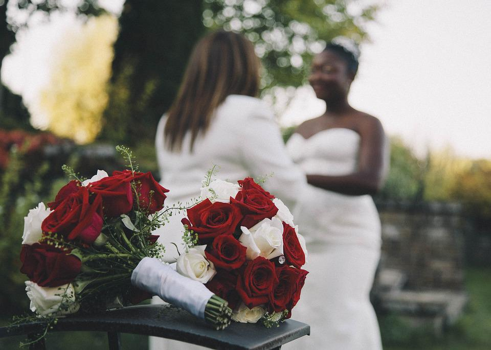 The influence of modern society on same-sex couples' life