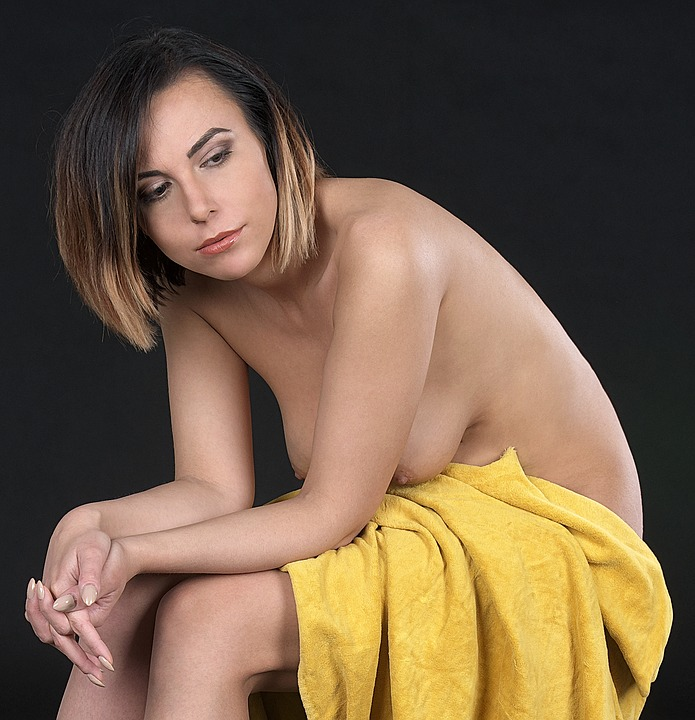 smiling women naked pics