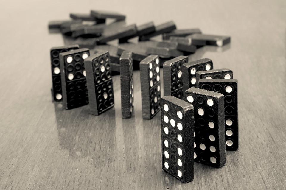 黒と白, ブラックカラー, ブロック形状, クローズ アップ, 競争, 概念, 接続, 継続性, ドミノ