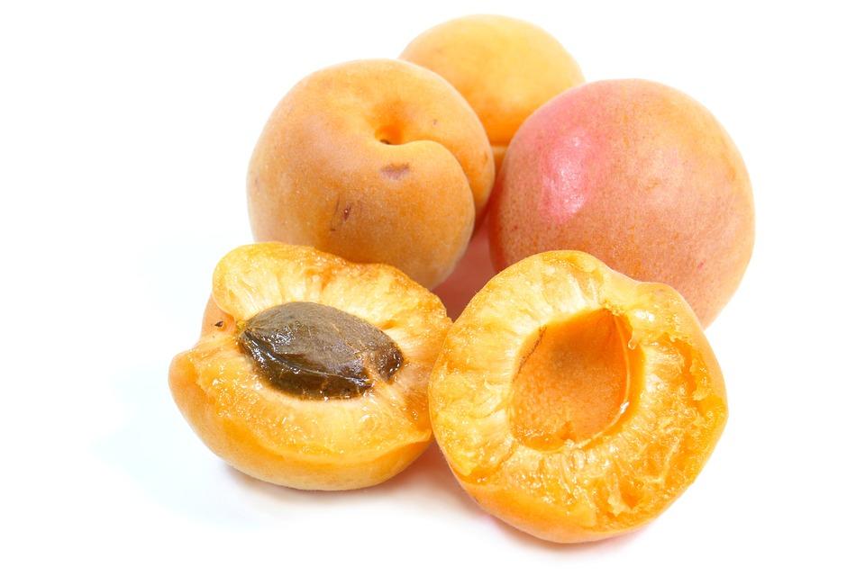 Meruňka, Ovoce, Moc