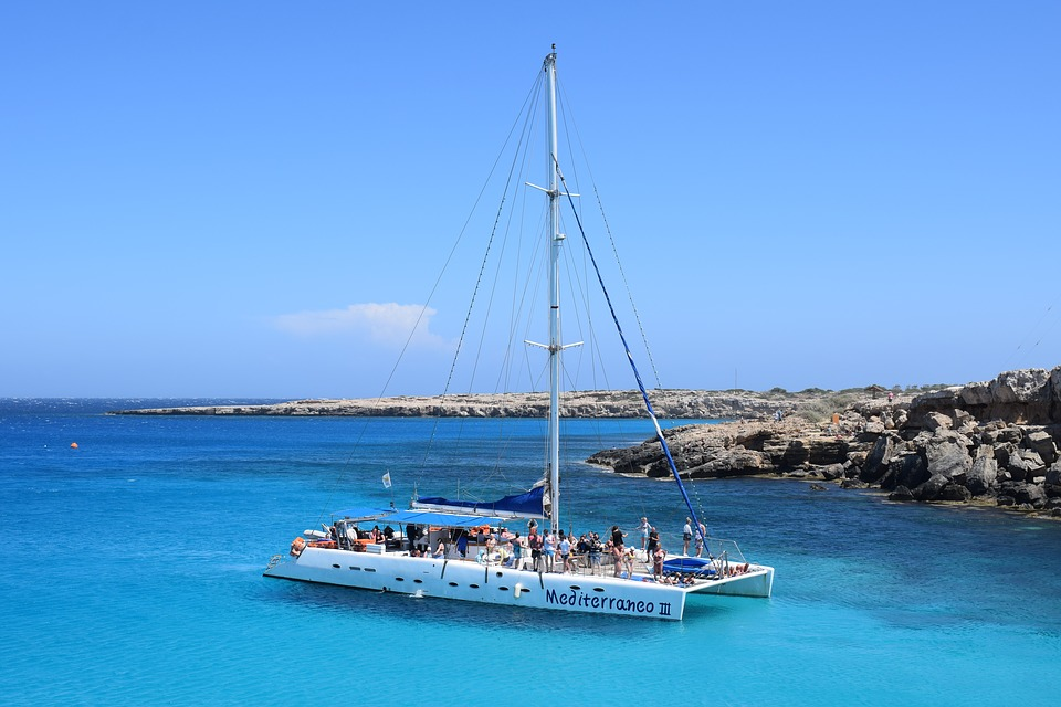 Catamaran, Zee, Boot, Toerisme, Blauw, Vrije Tijd