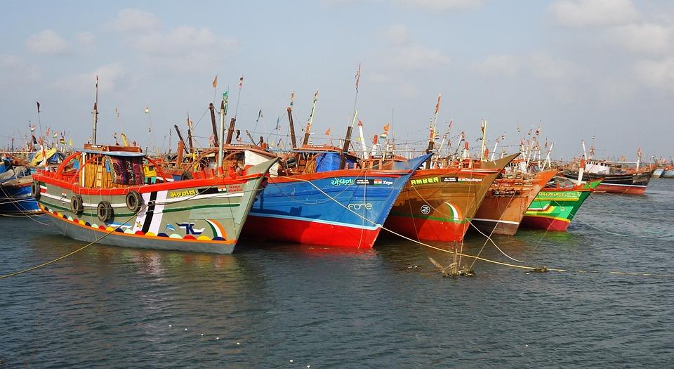 Resultat d'imatges de barcos de pescadores