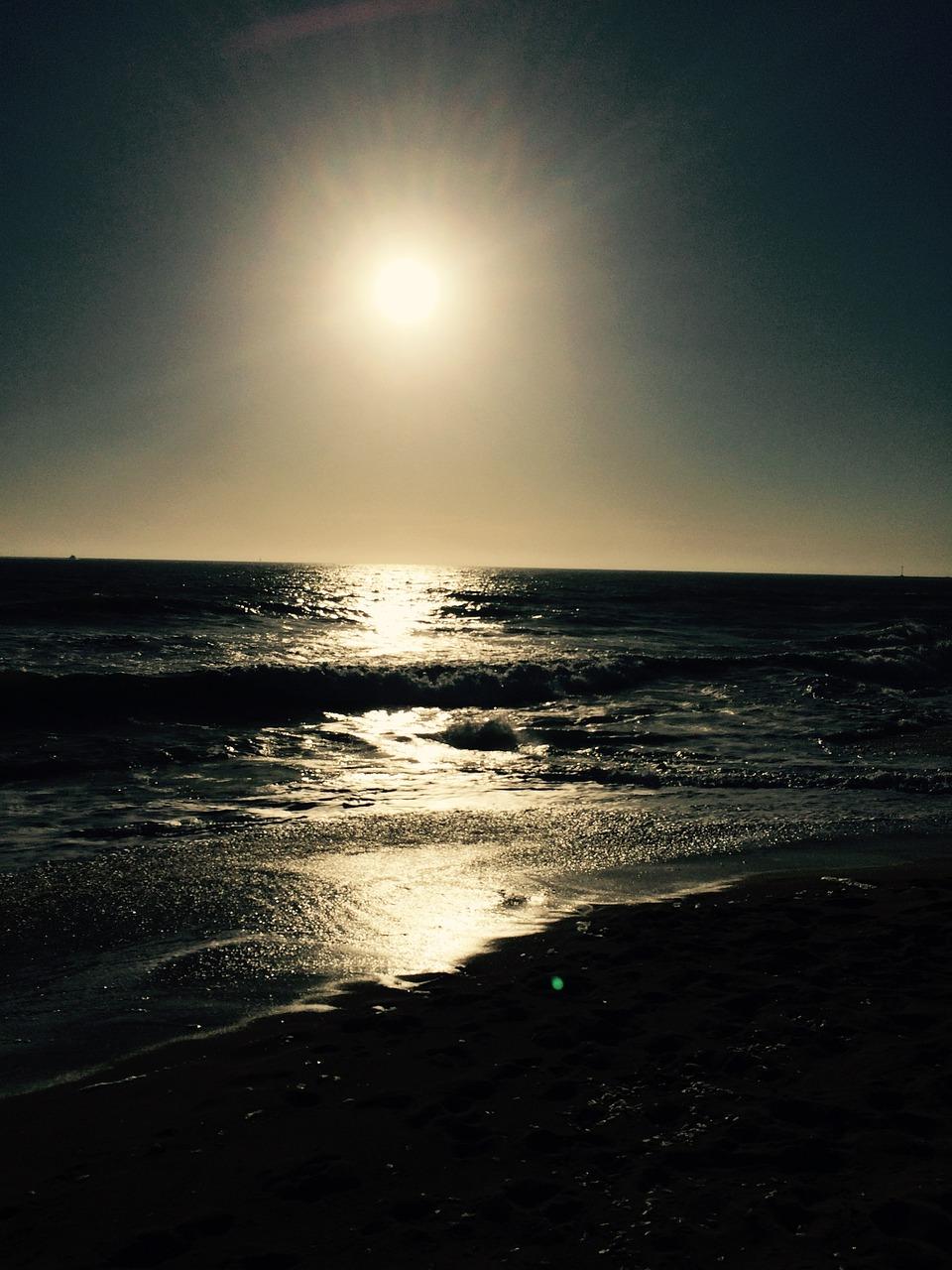 бы, пляж и луна фото популярными