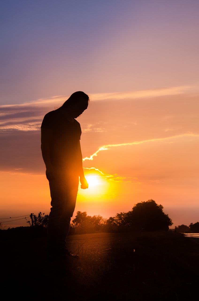 вами парень стоит на закате солнца картинки это именно место