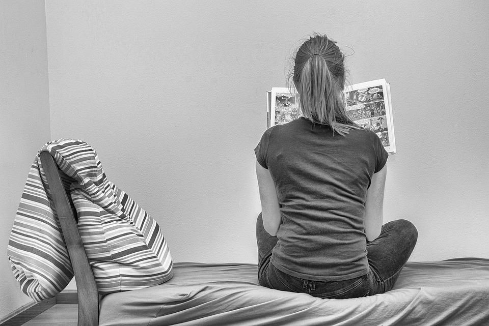 Okuma Komik Tek Başına - Pixabay'de ücretsiz fotoğraf