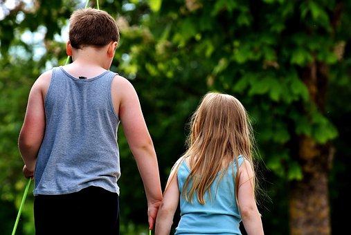 子供, 兄弟や姉妹, お友達と, かわいい, 再生, 子供のころ, 人間, 友情