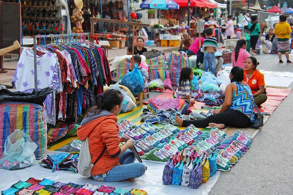 夜, 市場, 夜市, 小販, 供應商, 出售, 衣服, 袋, 瑯勃拉邦, 老撾, 女性, 微笑, 傳統的