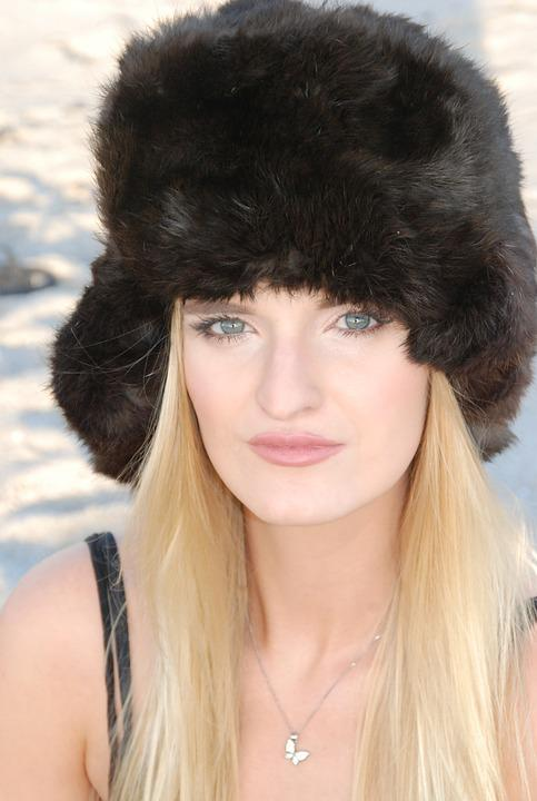 a15639d249830 russian hat beach model blue eyes makeup lips