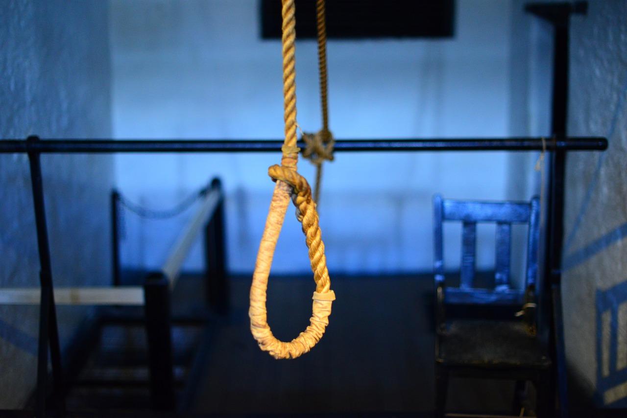 Photos of suicidal hangings KATE SPADE - SUICIDE - m