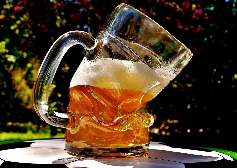 Super Bier Bierglas Misvormd - Gratis foto op Pixabay @VD12