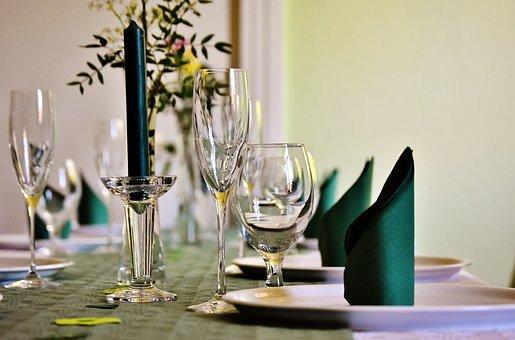 Gedeckter Tisch, Tafel, Geschirr, Gläser