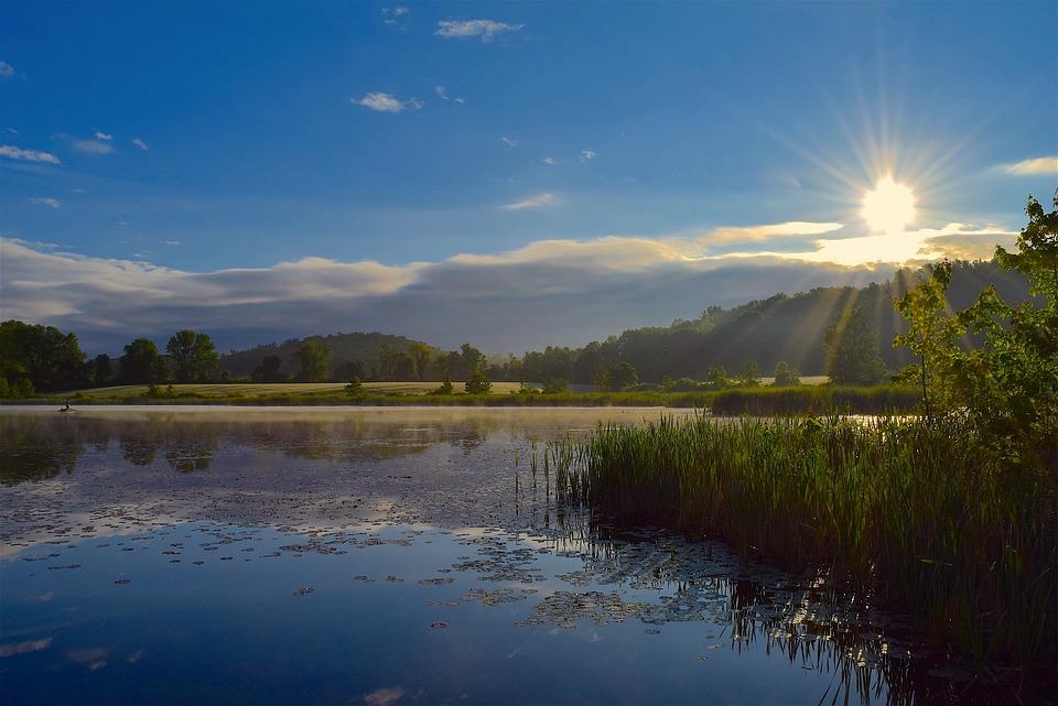 太陽, 湖, 日の出, 自然, 水, 風景, 空, 反射, シーン, 光, 日光, 森林, 屋外, 青