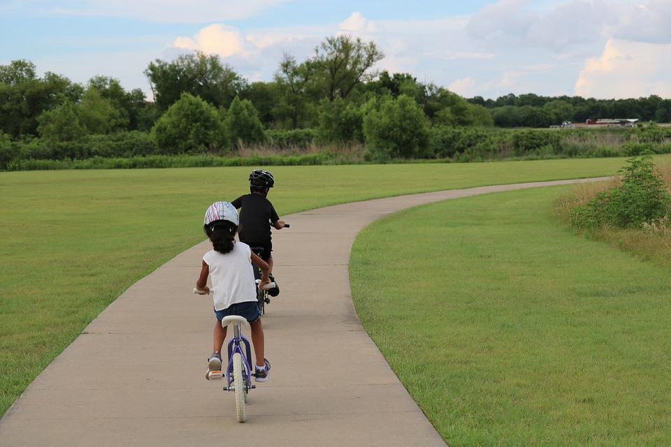 Free range parenting in a helicopter parenting world - biking in the neighborhood