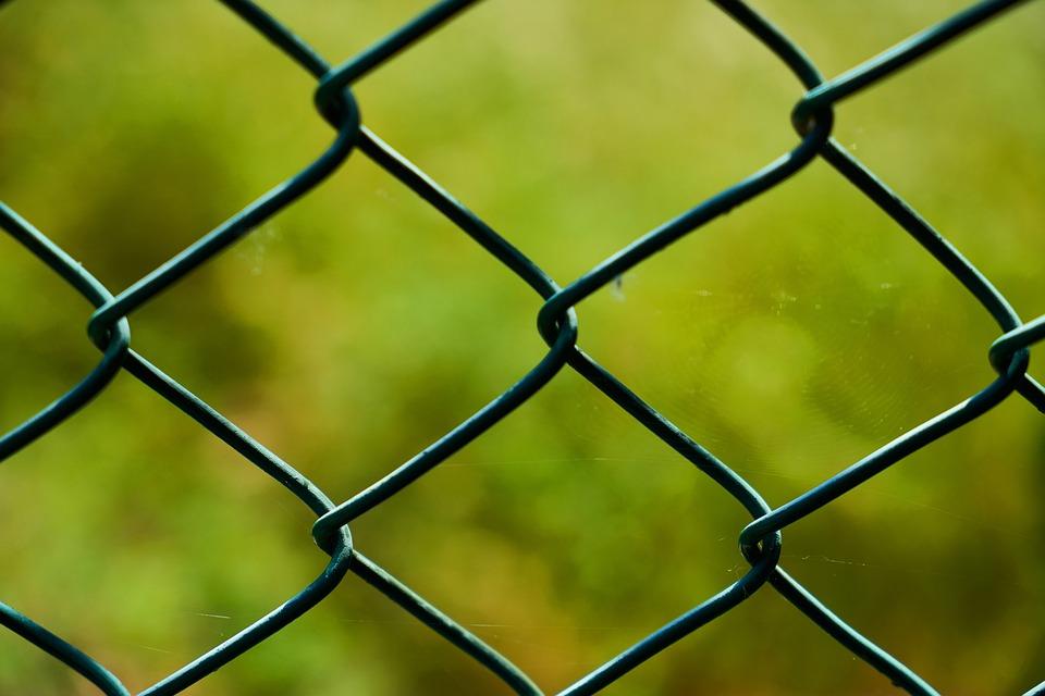 Филиал, забор, колючая проволока, колесо, стакан, шаблон