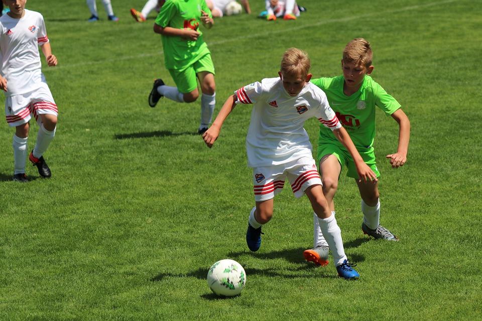 Fussball Jugend Kampf Um Den Kostenloses Foto Auf Pixabay