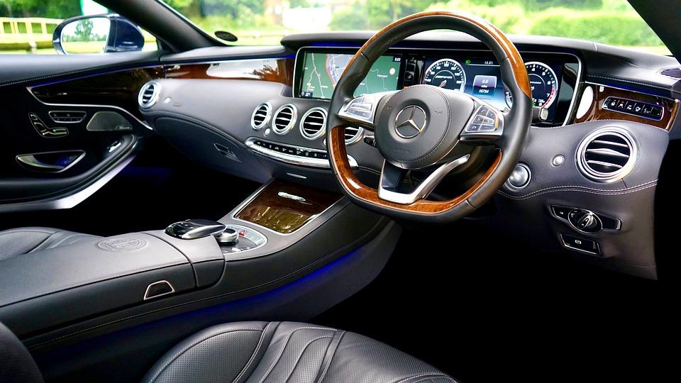 車で音楽をかける方法・おすすめアプリ10選|アプリ/音楽プレイヤーの種類と選び方