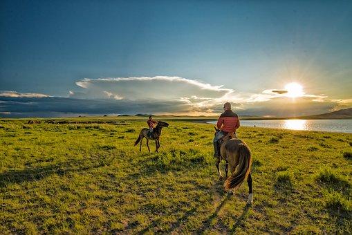 遊牧民の子供達, 夕日, 馬, 草原, 湖, バヤンオボー, モンゴル