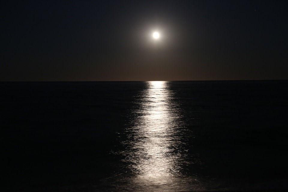 moon-2395139_960_720.jpg