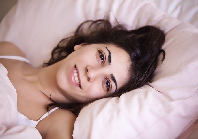 पति-पत्नी को किस दिशा में सोना चाहिए