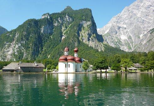 11 tolle Reiseziele in Oberbayern - Königssee mit St. Bartholomä und Watzmann