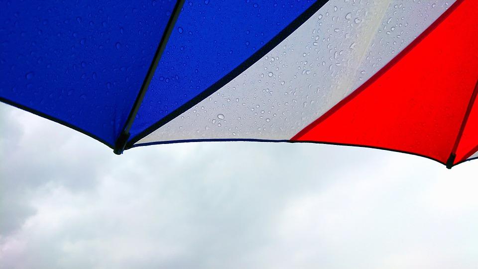 トリコロール, 雨傘, 傘, 曇天, 梅雨, 6月, 雨, しずく, 濡れる, 鮮やか