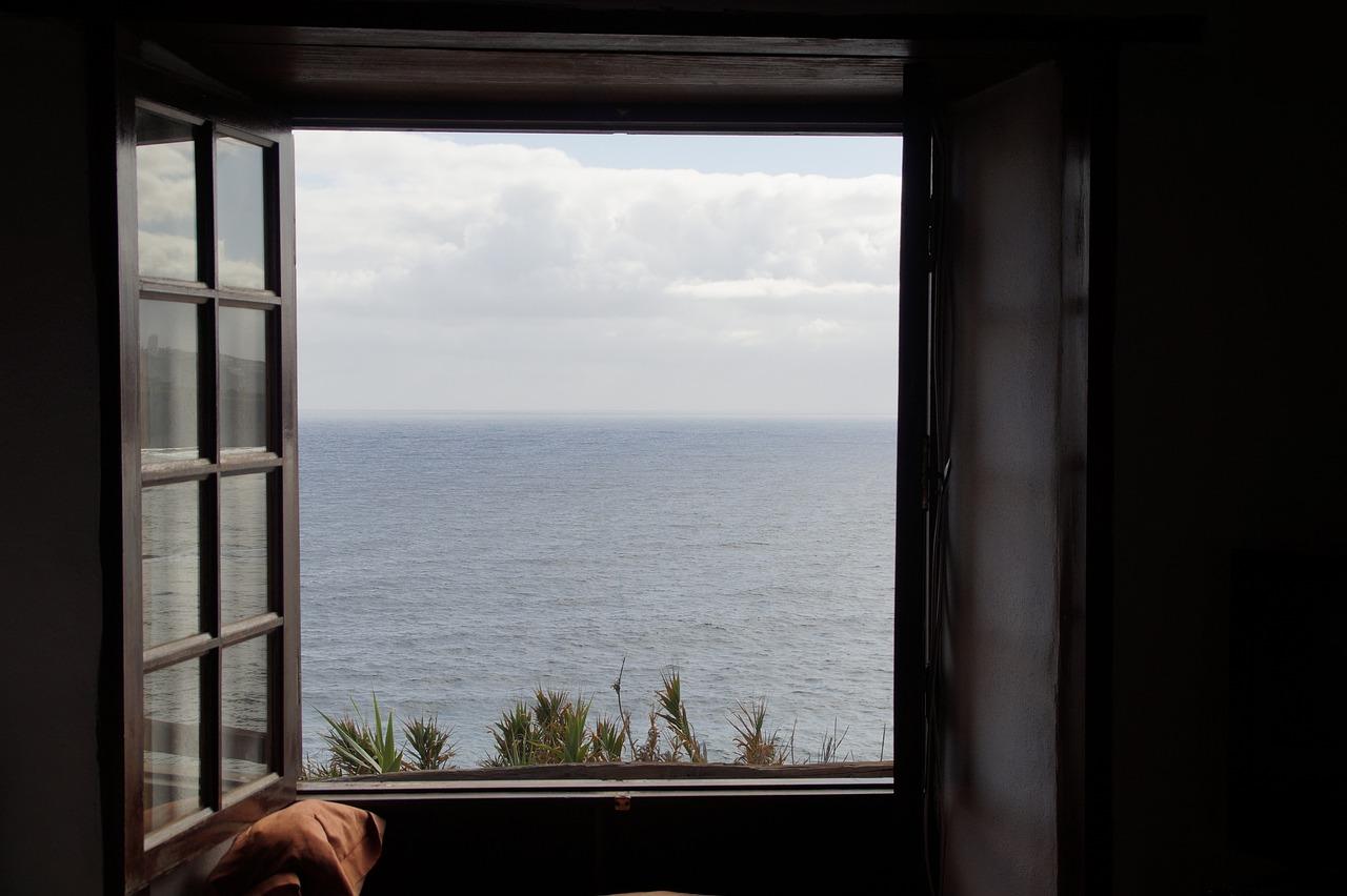 фишек, оторых открытое окно на море фото построения пешеходных