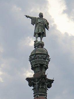 Curiosidades de Barcelona, Vista de la estatua de Colón