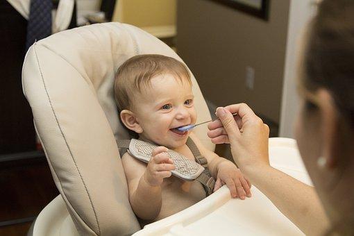 赤ちゃん, 食べること, 初, 食品, 子, 小児期, 幼児, 幸せ, かわいい