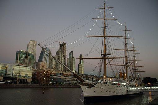 Barco en Puerto Madero, Buenos Aires, Argentina