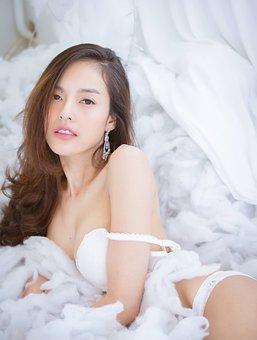 meztelen thai modellek