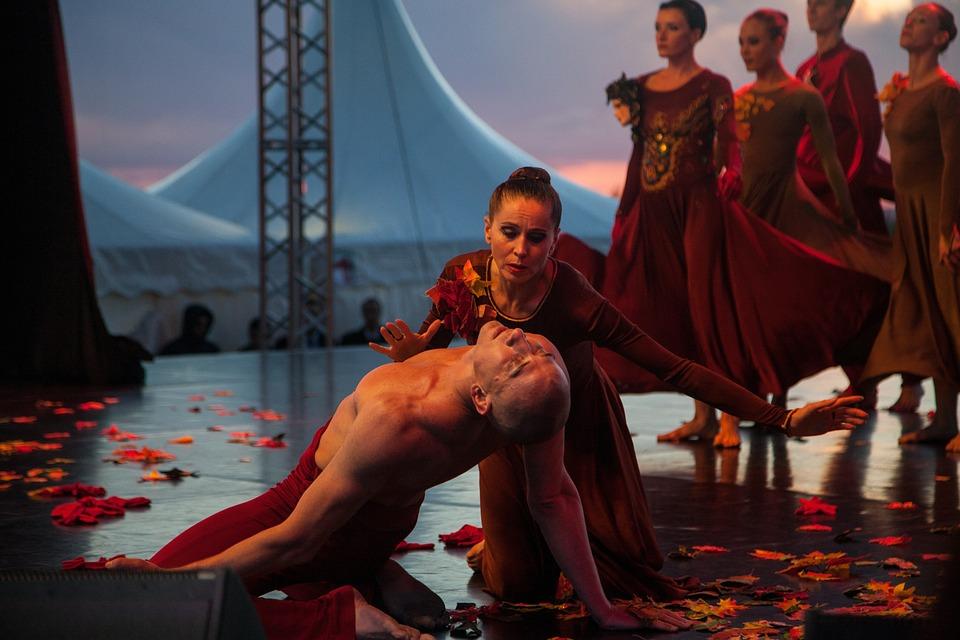 https://cdn.pixabay.com/photo/2017/06/28/12/55/ballet-at-sunset-2450494_960_720.jpg