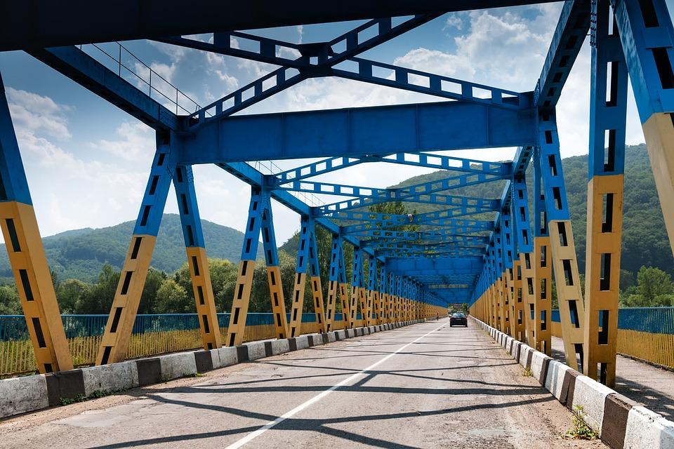 Мост, Украина, Карпатские Горы, Закарпатье, Дорога
