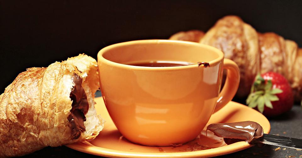 https://cdn.pixabay.com/photo/2017/06/30/13/48/coffee-2458300_960_720.jpg