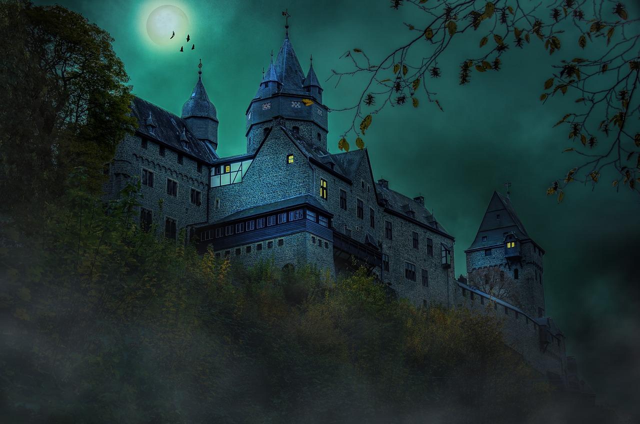 средневековый замок ночью картинки