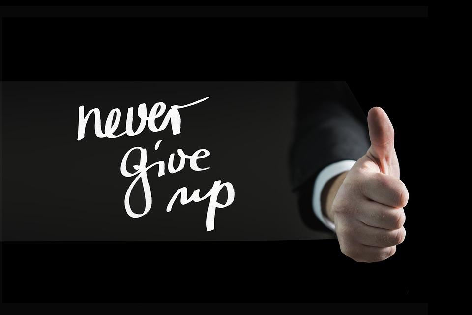 親指, 手, 自動タスク, 続行, 忍耐力, 持久力, ターゲット, スレート, 教育, チョーク, 学ぶ