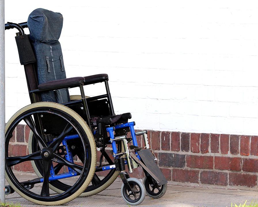 Personnes En Chaise Roulante Handicap Boiteux