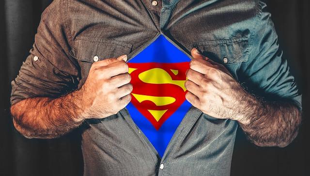 スーパーヒーロー, シャツ, 裂, スーパーマン, 日常生活, 開催, ヘルパー, は, 自発的です