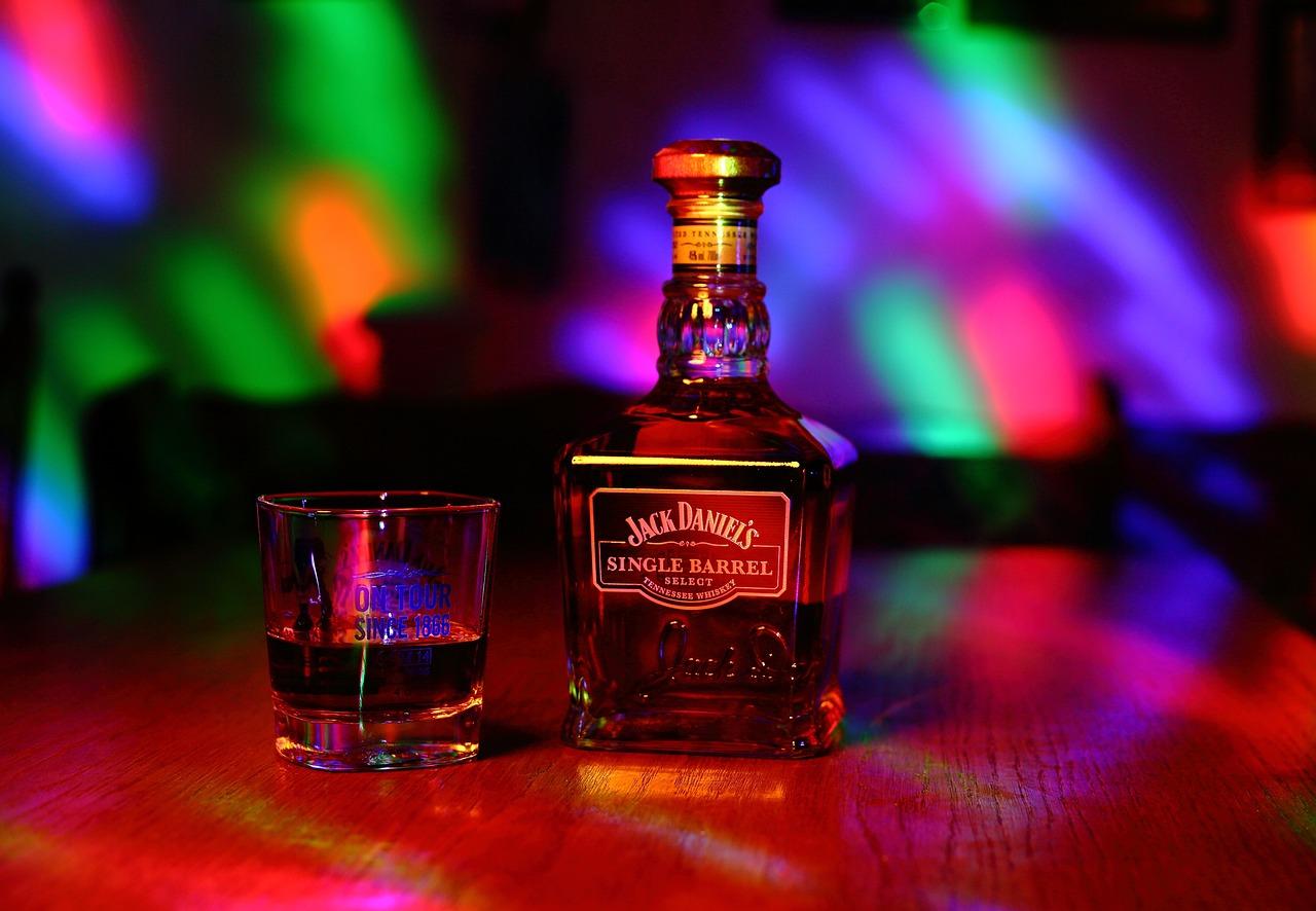картинки виски в клубе точности
