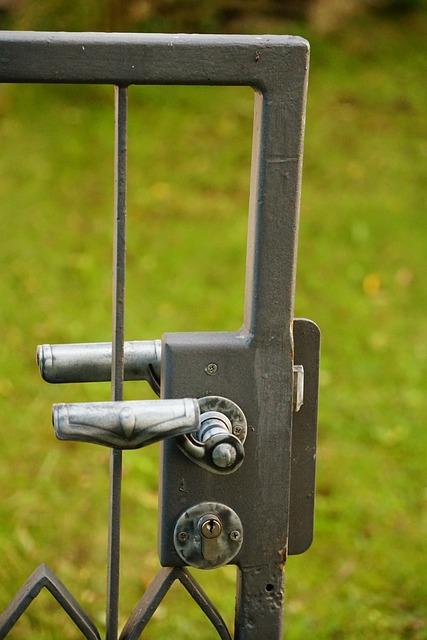 gartentor schloss metall kostenloses foto auf pixabay. Black Bedroom Furniture Sets. Home Design Ideas