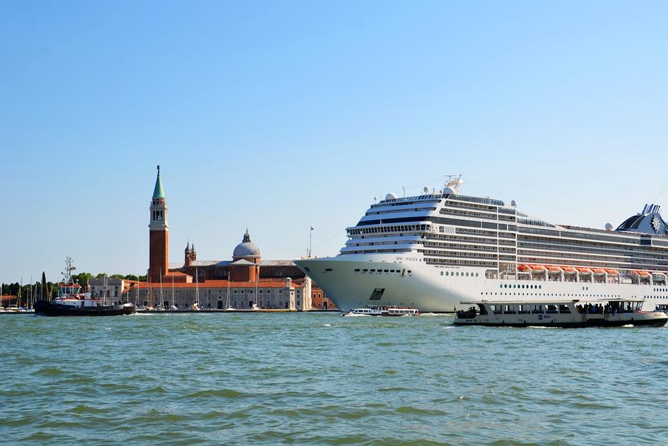 Venecia dice adiós a los cruceros: