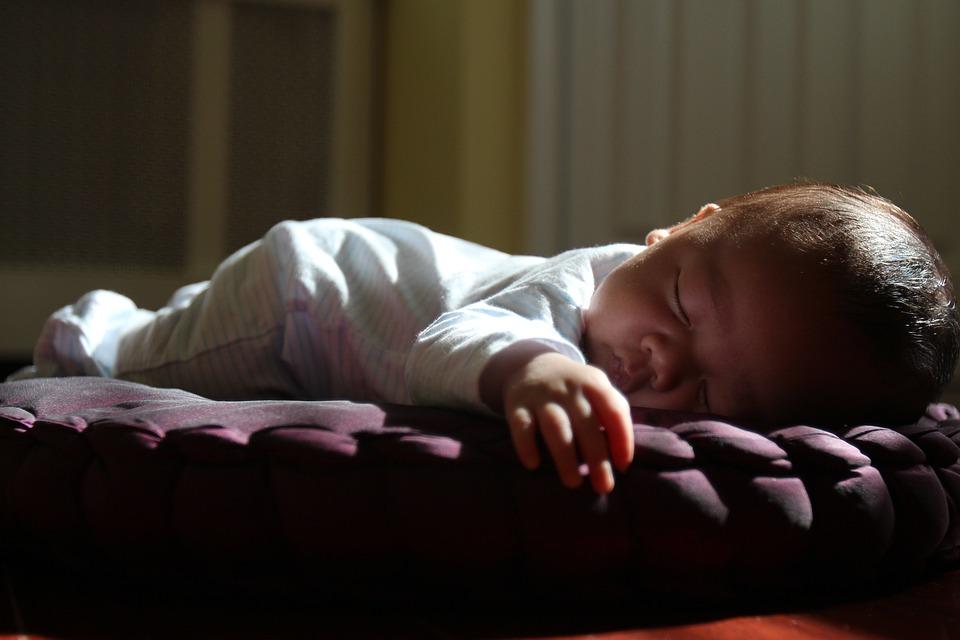 睡眠、日没、昼寝、タミータイム、夏、睡眠