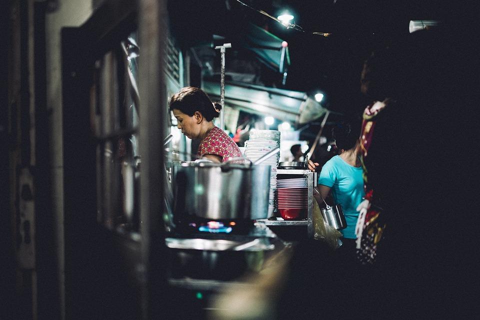 Люди, Женщина, Работа, Кухня, Варка, Чайник, Газа