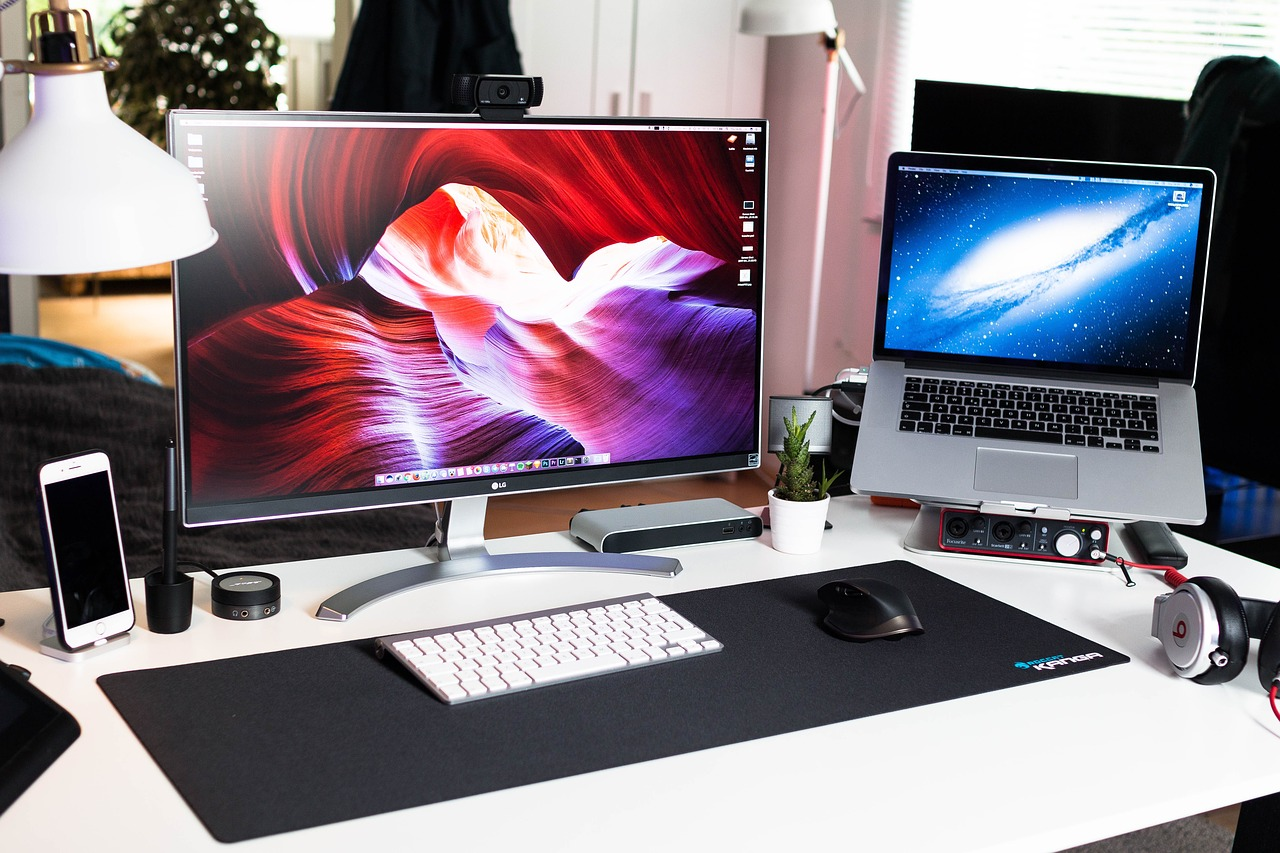 desktops vs laptops essay Desktop computer vs laptop  there is a wide variety of component options available for desktops,  laptops can have a fairly wide variety of component.