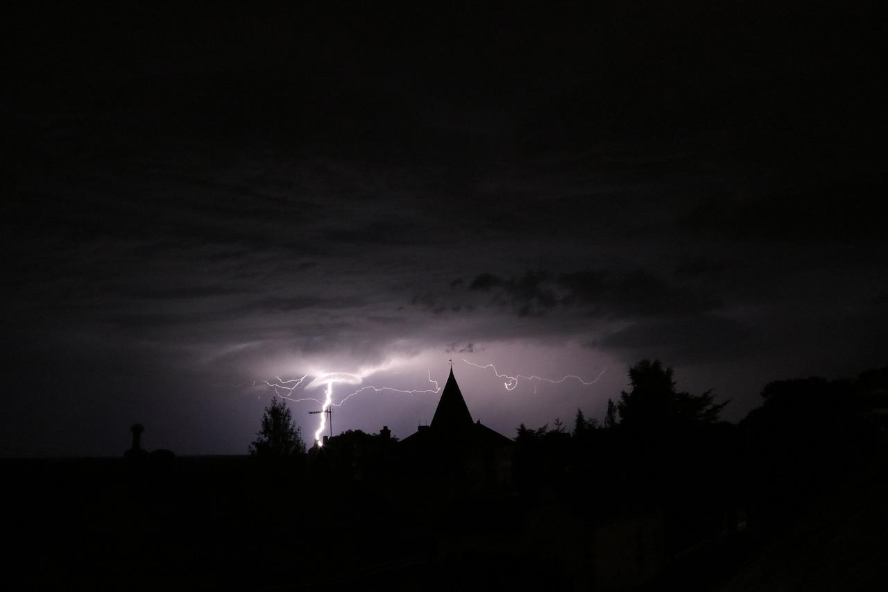 здания картинка темная ночка появляется